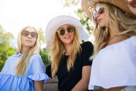 sunhat: Three best friends