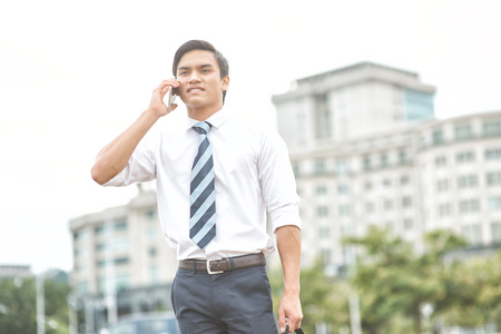 18 20 years: Young businessman talking on the phone