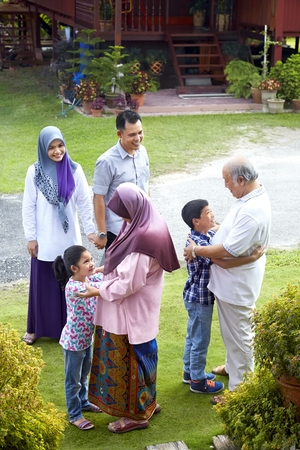 blusa: Grandchildren greeting their grandparents while their parents look on