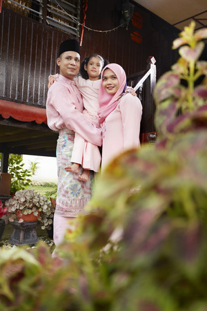 dimple: Family portrait on Hari raya LANG_EVOIMAGES