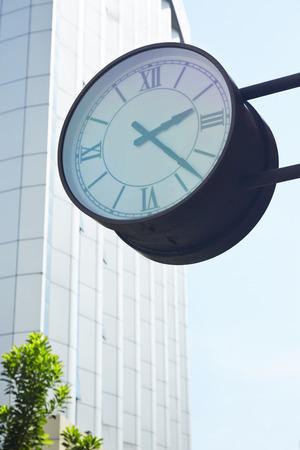 numeros romanos: Clock against building in city