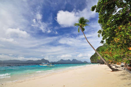 bounty: Paradise Bounty Beach with Outrigged Boat