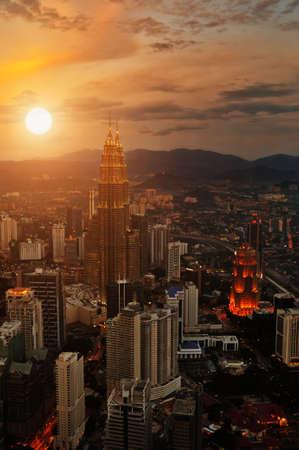 dia y noche: Kuala Lumpur Escena Puesta del sol