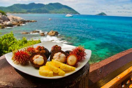 mangostano: Schi di frutta esotica al Seaview Restaurant  Archivio Fotografico