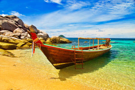 long tail: Thai Longtail Boat Anchored in a Turqouise Bay Stock Photo
