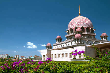 malaisia: Putrajaya Mosque in the new administrative center of Malaisia