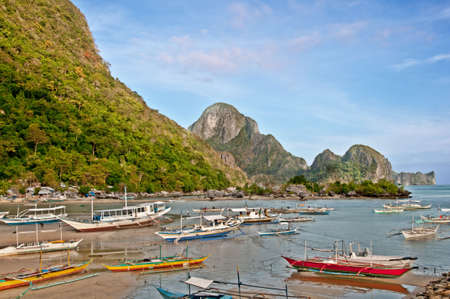 philippino: many traditional philippino boats in a bay