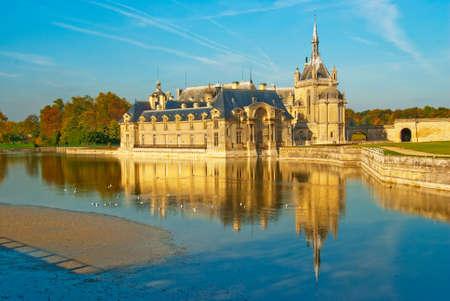 ufortyfikować: Zamek Å›redniowiecznym w Francja - Ch�teau de Chantilly