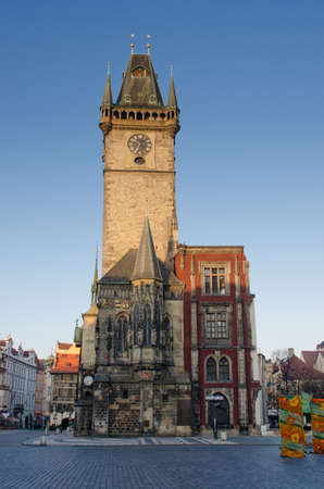 praga: Old town city Hall, view from the square, Prague, Czech Republic.