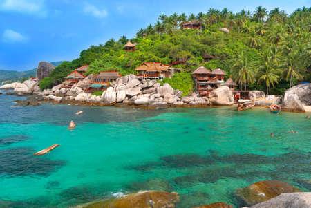 phangan: Exotic Bay with hotel villas. Cear emerald sea.