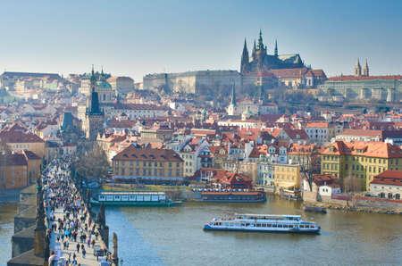 teatro antiguo: Vista del Castillo de Praga y el Puente de Carlos.