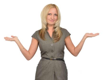 Concept de solde - femme montrant quelque chose sur les paumes de ses mains Banque d'images