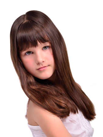 lussureggiante: Ritratto di una bella bambina con lunghi capelli sani lussureggiante