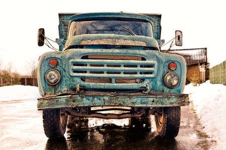 Ancien Vintage Rusty style soviétique camion bleu