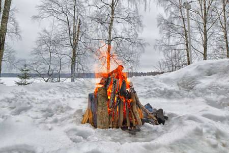 bonfires: Outdoor bonfire in winter in the middle of snow forest