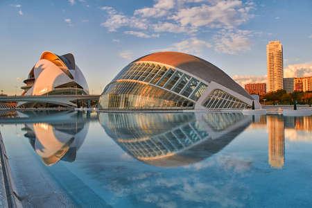 VALENCIA, SPAIN - 7 NOVEMBER 2016: Sunset Panorama of City of Arts & Sciences complex in Valencia Редакционное