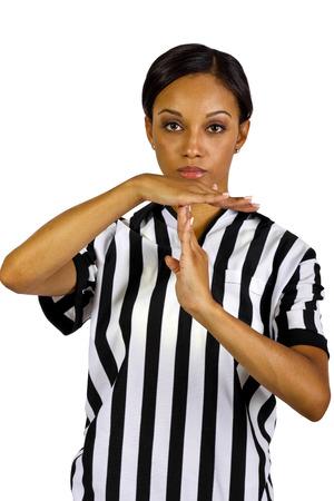arbitrator: giovane arbitro femmina nera con gesti delle mani Archivio Fotografico