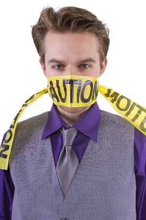 mouth closed: Concepto de la censura. Tenga cuidado con lo que se dice.