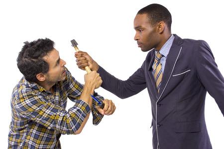 violence in the workplace: ejecutivo de negocios ser autoritario a un trabajador de cuello azul