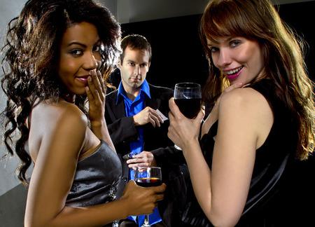 seducing: sedurre le donne un uomo in un bar o in discoteca