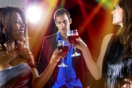 gullible: women seducing a man to buy them cocktails at a nightclub