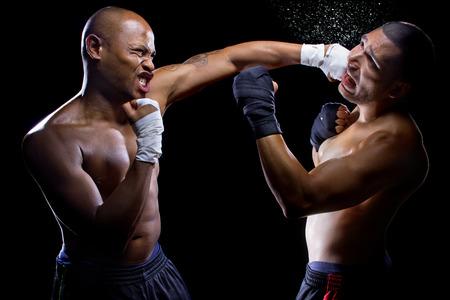 bout: combate luchadores de MMA o boxeadores pu�etazos entre s�