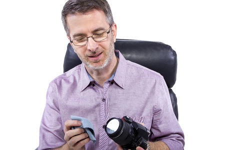 how to: Professional photographer showing how to use camera gear