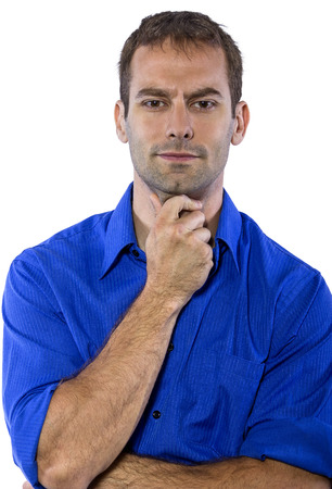 in  shirt: Hombre de negocios joven en camisa de cuello azul aislado en un fondo blanco