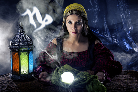 山羊座の水晶玉と星占いの星座と心霊や占い師 写真素材