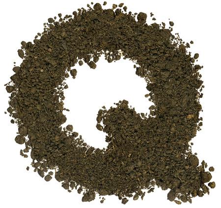Alphabet von Braun Boden auf weißem Hintergrund gemacht. Hohe scharf und detailliert. Buchstabe Q Standard-Bild - 38794005
