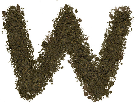 Alphabet braun Boden auf weißem Hintergrund gemacht. Hohe scharf und detailliert. Buchstabe W Standard-Bild - 38794017