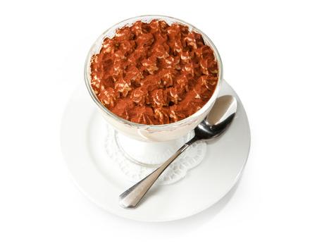 Tiramisu, traditionelle italienische Dessert in einem Glas auf einem weißen Hintergrund Standard-Bild - 38982197