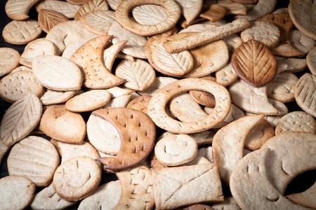 Zelfgemaakte ontbijtkoek cookies van verschillende vormen