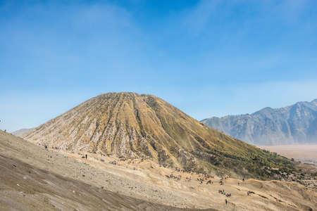 Mt. Batok volcan, Voir pour la montagne Bromo Banque d'images - 47098629