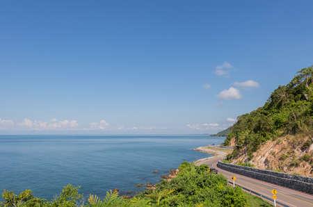Vue de l'autoroute Chalerm Burapha Chonlathit depuis le point de vue de Noen Nangphaya, Chanthaburi, Thaïlande Banque d'images - 50570421