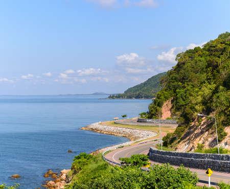 Vue de l'autoroute Chalerm Burapha Chonlathit depuis le point de vue de Noen Nangphaya, Chanthaburi, Thaïlande Banque d'images - 50570433