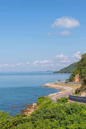 Vue de l'autoroute Chalerm Burapha Chonlathit depuis le point de vue de Noen Nangphaya, Chanthaburi, Thaïlande Banque d'images - 50570443
