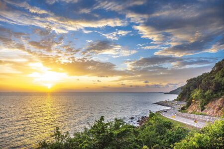 Chalerm Burapha Chonlathit Highway look from Noen Nangphaya View Point , Chanthaburi, Thailand.Beautiful of bicycle lane along the sea. Banque d'images - 138108781