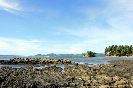Low tide on a rocky shore Stock Photo - 9837503