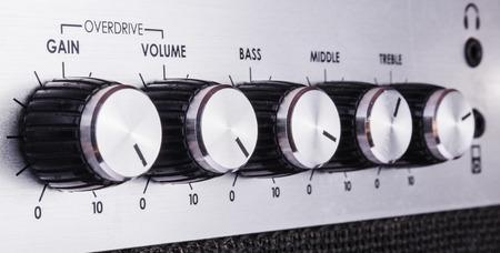 guitar amplifier: Volume control in a guitar amplifier