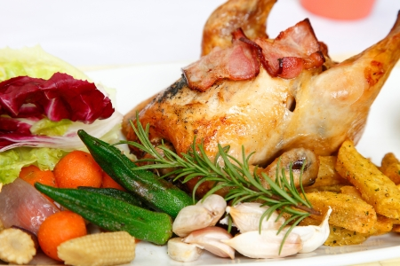 pollo intero: Herb pollo arrosto Delicious Juicy Golden Chicken tutto