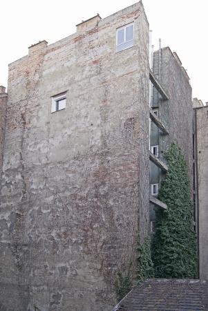 crumbling: Crumbling firewall of an old condominium  Stock Photo