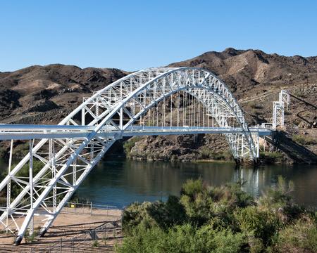 Route 66  Old Trails Arch Bridge, Colorado River, Havasu National Wildlife Refuge, Topock, Arizona  National Register of Historic Places Фото со стока - 26684826