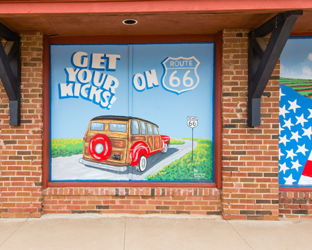 MCLEAN, TX USA - MAY 8, 2013   Get Your Kicks on 66  mural on Route 66  Фото со стока - 26829453