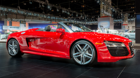 CHICAGO, IL USA - FEBRUARY 6, 2014  A 2014 Audi R8 V10 Spyder car at the Chicago Auto Show  CAS   Фото со стока - 26841900
