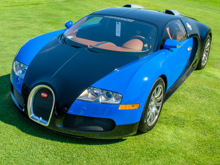 PLYMOUTH, MI USA - JULY 27, 2012  A 2007 Bugatti Veyron car on display at the Concours d Elegance of America  Фото со стока - 26842318