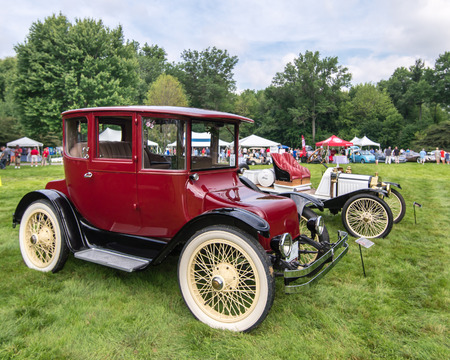 electric automobile: GROSSE POINTE SHORES, MIUSA - JUNE 21, 2015: A 1916 Detroit Electric 60985 Brougham car at the EyesOn Design car show, held at the Edsel and Eleanor Ford House. Editorial