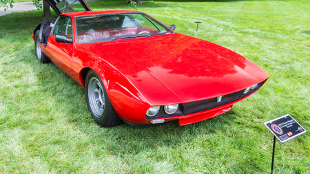 GROSSE POINTE SHORES, MIUSA - JUNE 21, 2015: A 1969 DeTomaso Mangusta car at the EyesOn Design car show, held at the Edsel and Eleanor Ford House. Éditoriale