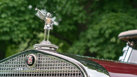 GROSSE POINTE SHORES, MIUSA - JUNE 21, 2015: A 1929 Cadillac Phaeton Court Trumpeter hood ornament at the EyesOn Design car show, held at the Edsel and Eleanor Ford House. Редакционное