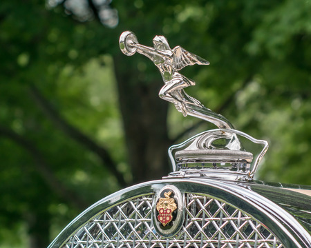 shores: GROSSE POINTE SHORES, MIUSA - JUNE 21, 2015: A 1930 Packard Phaeton Goddess of Speed hood ornament at the EyesOn Design car show, held at the Edsel and Eleanor Ford House. Editorial